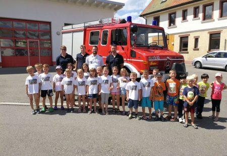 Kindergarten zu Besuch bei der Feuerwehr Eschbronn