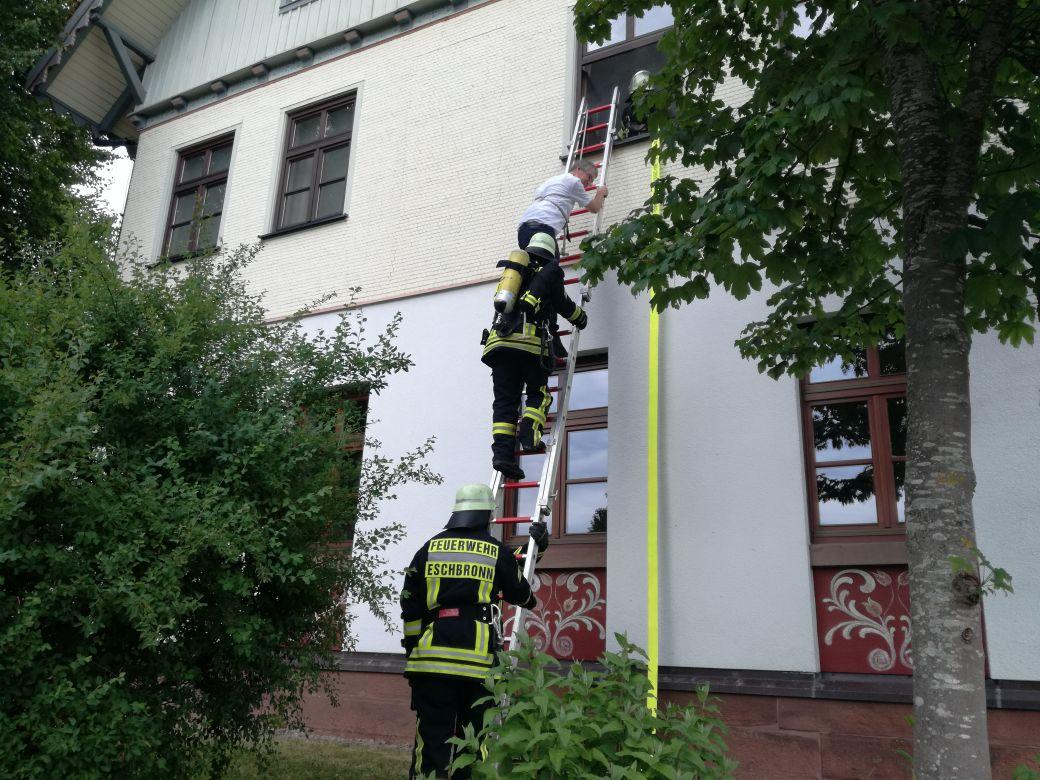 Feuerwehr Eschbronn Alarmübung 2017 Rettung über Steckleiter