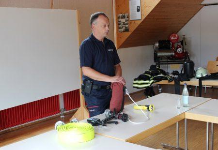 Kindergartenbesuch bei der Feuerwehr Eschbronn